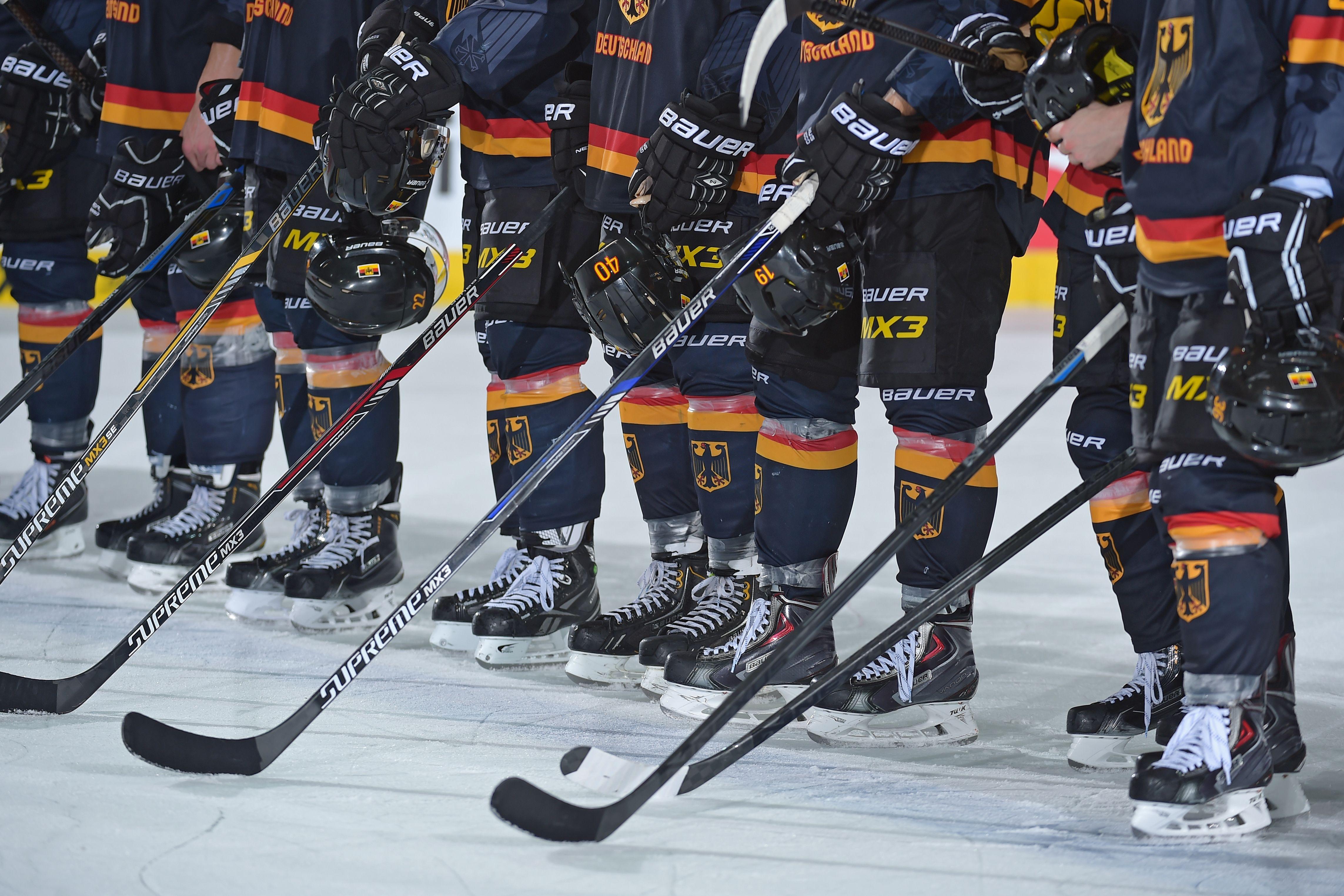 Dcup Die Historie Des Traditionsturniers Deutscher Eishockey Bund